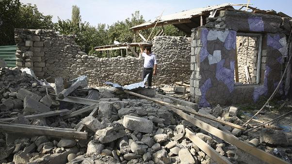 Война в Карабахе: Баку и Ереван не хотят садиться за стол переговорв