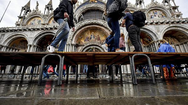 Венецию удалось спасти от наводнения благодаря системе дамб