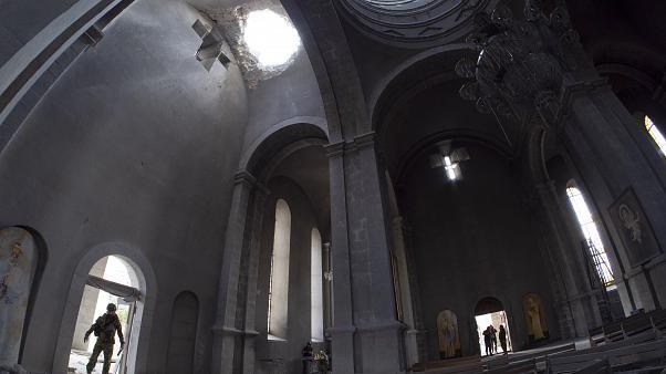Армения обвиняет Азербайджан в обстреле храма. Баку обвинения отвергает